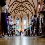 Hochzeit katholische Kirche Trauung Mittelgang