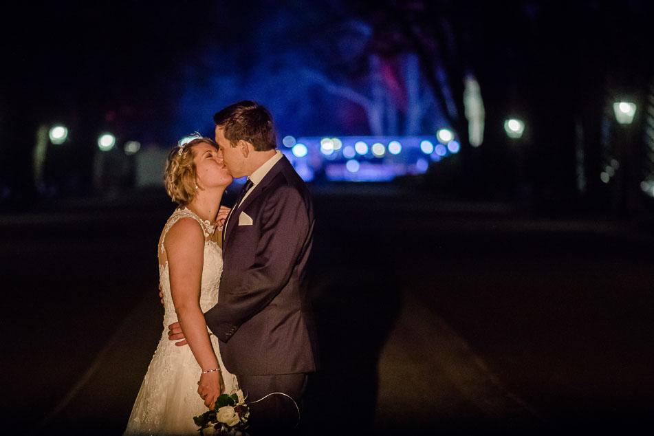 Hochzeitsfoto nachts im Kurpark Bad Homburg Brautpaar