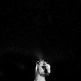 Hochzeitsfoto unter Sternenhimmel mit Sternen