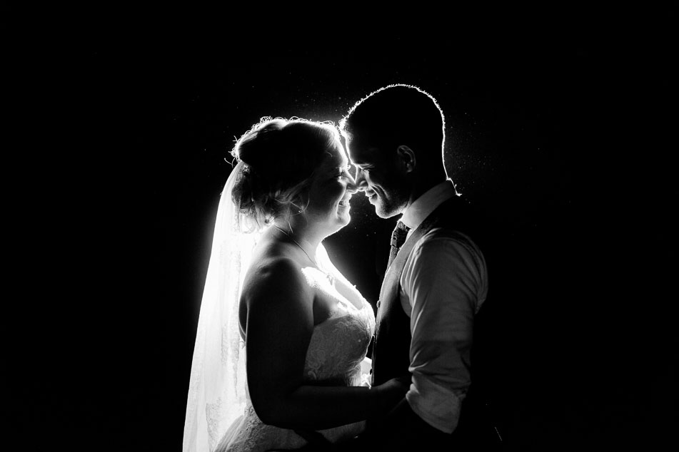 Hochzeitsportraits in der Nacht emotionale Liebe